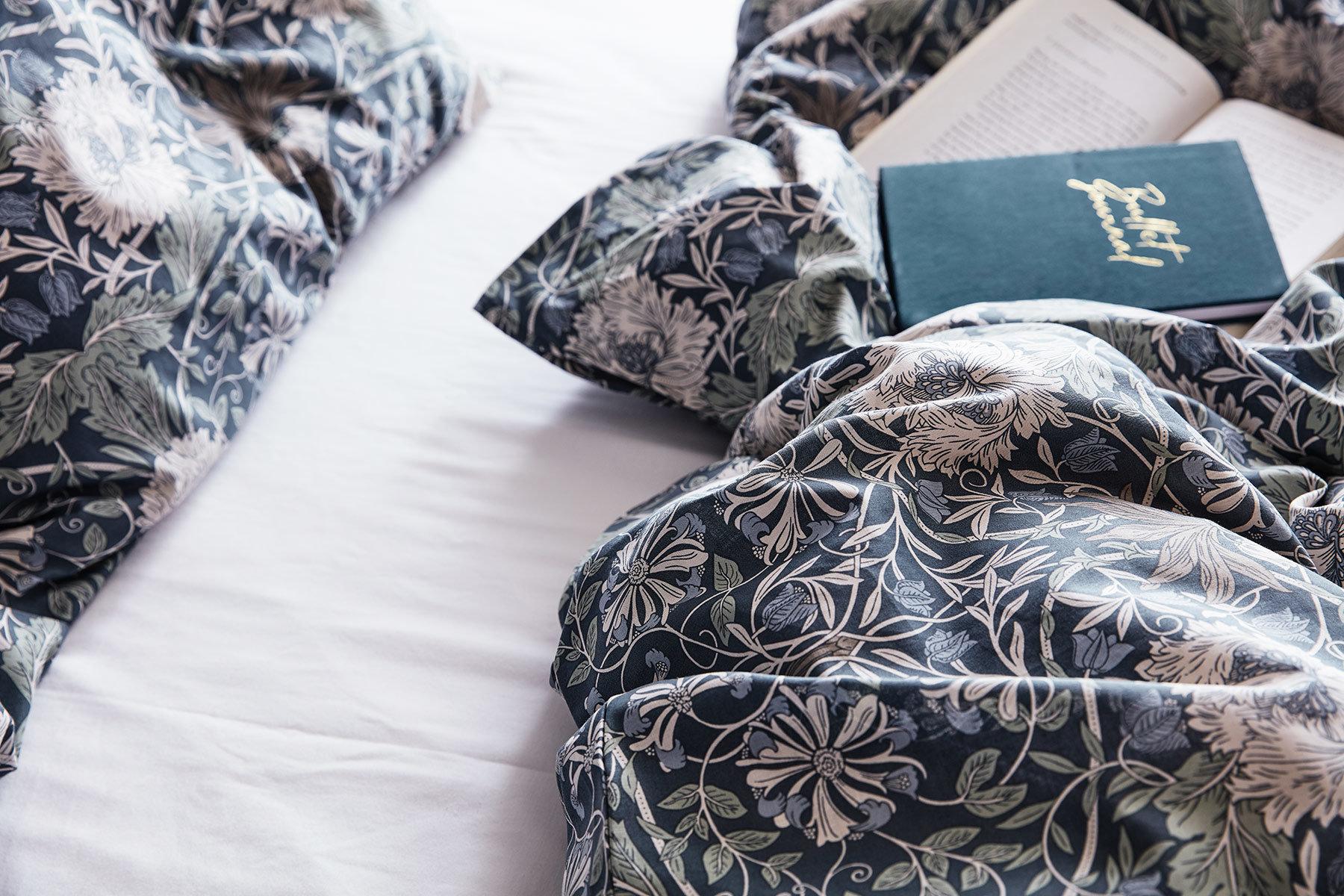 Sängkläder och bok