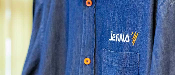 jeansskjorta med broderad logo