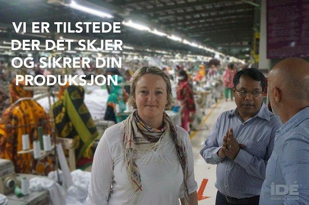 Dame som står på en fabrikk
